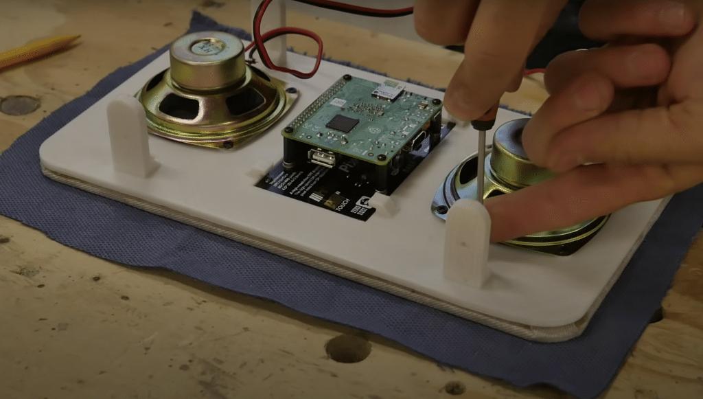 Montaggio componenti elettroniche